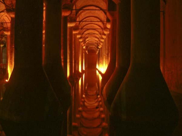 Istanbul santa sofia moschea blu cisterna basilica for Pesci rossi costo
